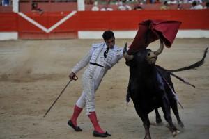 A:ALBERTO GALDONA  F:29-09-2015 L:CORELLA P:6 BIS TORO T:CORRIDA TOROS CORELLA