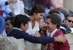 El maestro estellés brindó su primer toro a Cayetana Ordóñez.