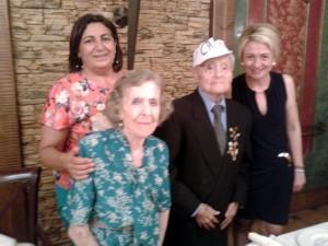 Maruja y Canito con autoridades de Roquetas de Mar a finales del pasado mes de julio.