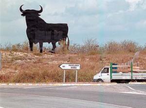 El toro de Osborne ubicado en Tudela hace unos años.