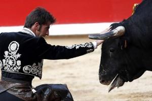 Desplante de Roberto Armendáriz el pasado 6 de julio en la plaza de Pamplona.