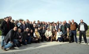 El grupo de aficionados pamploneses en la finca estellesa de Hermoso de Mendoza. Fotografía: Jaime Esparza.