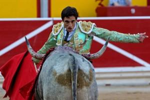 Ureña triunfó ante 'Costurero', de José Esoclar, ejemplar sobre el que recayó el trofeo Carriquiri al mejor toro de la feria.