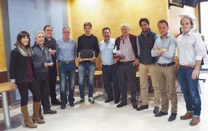 Premiados y organizadores posan tras la entrega de premios. Fotografía: Enrique Morancho.