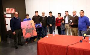 Los premiados con socios de la Peña Casta Ribera y Sergio Sánchez. Fotografía: Luis Miguel Chaverri.