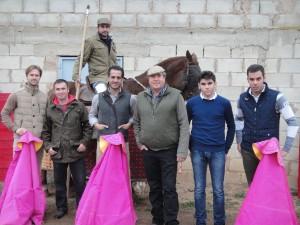 De izda. a dcha, Iván García, el mayoral Francisco Hidalgo, Juan Manuel Sangüesa a caballo, Iván Fandiño, José Antonio Baigorri, El Luri y Asier Campos.