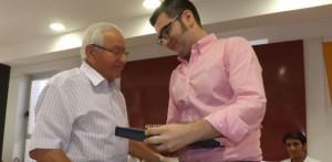 Sotillano, a la izquierda de la imagen, fue nombrado el año pasado socio de honor de la Asociación Cultural Taurina Coso de El Teso.