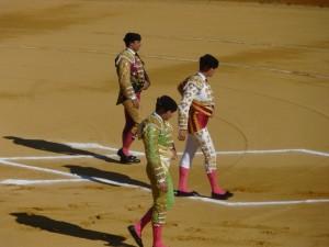 Paseíllo de la primera corrida de toros de la pasada Feria de Santa Ana, con Rivera Ordóñez, Savlador Vega y Daniel Luque.