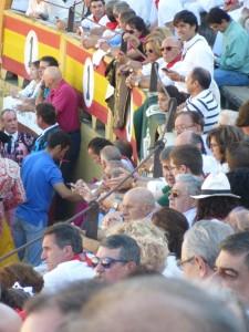 Vista parcial del tendido de sombra en la primera corrida de toros de la Feria de Tudela del año pasado.