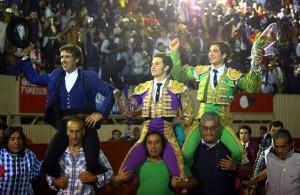 Los tres toreros salen a hombros en Moroleón.