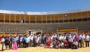 Los socios del Club Taurino de Tudela en 'su' plaza de toros durante la fiesta anual del año pasado.