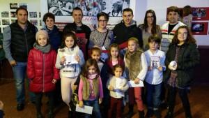 Los ganadores de los concurso junto con los responsables municipales y de la peña Lodosa por el Toro. Fotografía: Vaquero.