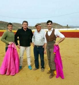 De izda. a dcha,. Ismael Mora, Antonio Olivencia, el ganadero Salvador Para y Javier Antón.