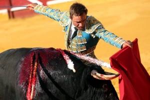 Muletazo de Juan Bautista en la pasada Feria de Tudela.