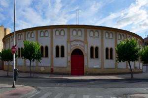 Fachada de la plaza de toros de Calahorra.