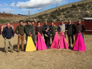 Los participantes en el tentadero con el ganadero Ricardo Fraguas en el centro de la imagen, cubierto con una gorra.