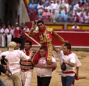 Zotoluco salió a hombros en Pamplona el 14 de julio de 2001.