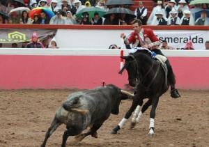 El caballero navarro toreando el año pasado con 'Berlín' en Atizapán de Zaragoza.