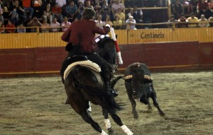Hermoso de Mendoza en Villahermosa, toreando con 'Disparate', que fue elcaballo más destacado.