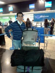 Francisco Marco, el lunes, en el aeropuerto de Madrid, momentos antes de partir a Venezuela.