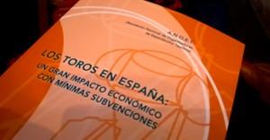Portada del informe sobre los toros en España.