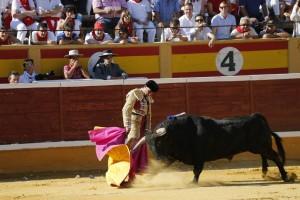Rivera Ordóñez toreando de capa en la pasada feria de Tudela.