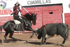 Hermoso mató a su segundo con 'Zelador', antes 'Chocolate', caballo que perteneció a Roberto Armendáriz.