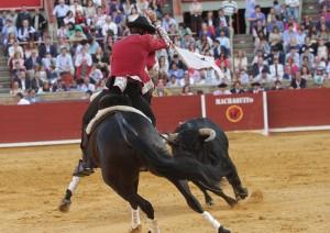 El caballero navarro en su primer festejo en España de este año.