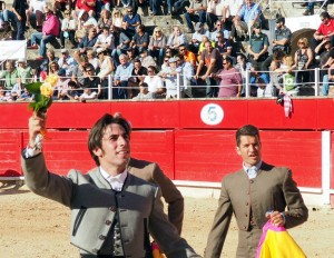 Armendáriz, dando una vuelta triunfal en la plaza de toros de Inca.