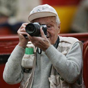 Francisco Cano 'Canito' con una de sus inseparables cámaras de fotos.