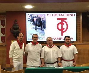 De izda. a dcha., Jacobo Silvestre, Francisco Barragán, José María Sevilla, vicepresidente del taurino, y Antonio Urtasun.