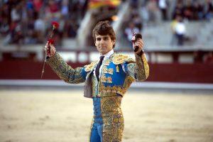 Javier Marín da la vuelta al ruedo tras haber cortado en su presentación en Las Ventas.