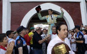 Francisco Marco sumó tres orejas en Estella y salió a hombros merecidamente. Fotografía: José Antonio Goñi. * L:  ESTELLA * T:   TOROS