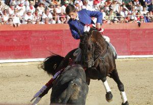 Guillermo Hermoso de Mendoza toreando con 'Disparate' el domingo pasado en Estella. Flotografía: pablohermoso.net