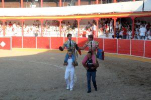 Marín y Pacheco salieron a hombros. Fotografía: Íñigo Sanz.
