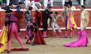 José Arcila quedó casi inconsciente en el ruedo tras la cogida que sufrió del quinto. Fotografía: José Antonio Goñi.