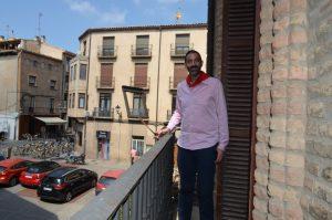 El alcalde de Corella, en un balcón de la casa consistorial.