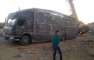 Estado en el que quedó el camión del rejoneador Joao Moura hijo.
