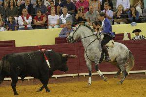 El caballoero navarro toreando con Donatelli en la plaza de Campo Pequeño. Fotografía: pablohermoso.net