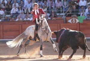 Hermoso, ayer en Salamanca, atacando de frente con 'Donatelli' para clavar una banderilla. Fotografía: pablohermoso.net