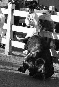 Pablo Barragán, momentos antes de ser levantado por el toro. Fotografía: Patxi Barragán...