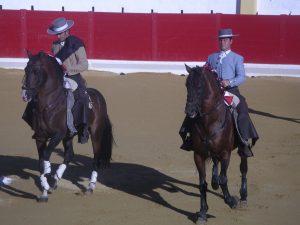 Sergio Domínguez, a la derecha, haciendo el paseíllo en Peralta hace cinco años, junto a ´Rubén Sánchez.