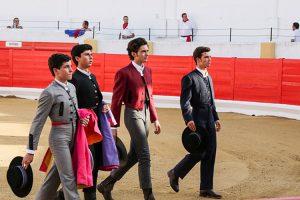 Los cuatro becerristas haciendo el paseíllo en Peralta. Fotografía: Ahora Zona Media.