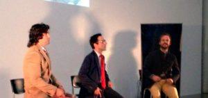 Un momento de la charla entre Morante de la Puebla, primer plano, y Chapu Apaolaza, al fondo de la imagen.