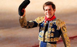 Eduardo Dávila Miura dando una vuelta al ruedo el pasado 14 de julio en la plaza de Pamplona tras haber cortado una oreja.