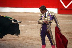 Desplante de Juan Bautista en Corella ante un ofensivo toro de Jódar y Ruchena. Fotografía: Nuria G. Landa.