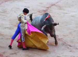 Alberto Aguilar a la verónica, frente a un toro de Escolar, el pasado mes de julio en Pamplona.