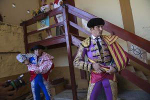 Agustín de Espartinas en el patio de caballos de Tudela, minutos antes de hacer el paseíllo, de llevar a cabo el que iba a ser su último paseíllo en la capital ribera y en Navarra. Fotografía: Blanca Aldanondo.