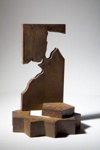 El premio Ciudadela de Pamplona es una escultura del artista estellés Carlos Ciriza.