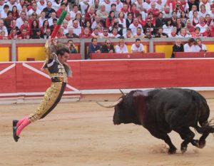 El Fandi clavando un par en Pamplona a un toro de El Pilar hace cinco años.